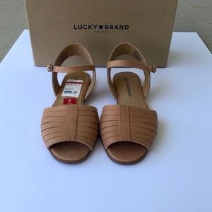 NWT Lucky Brand Channing Flat